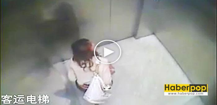 Asansörün-içine-tuvaletini-yapan-Çinli-kadın-play
