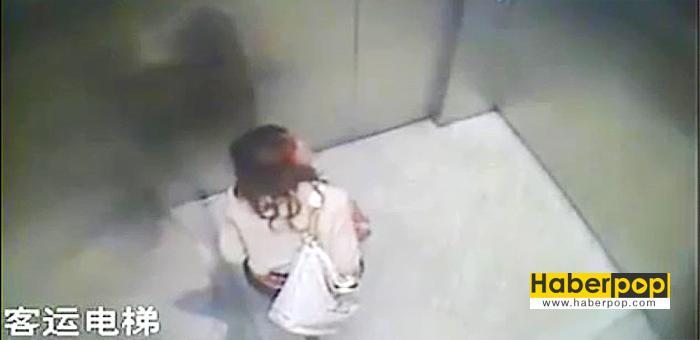 Asansörün-içine-tuvaletini-yapan-Çinli-kadın