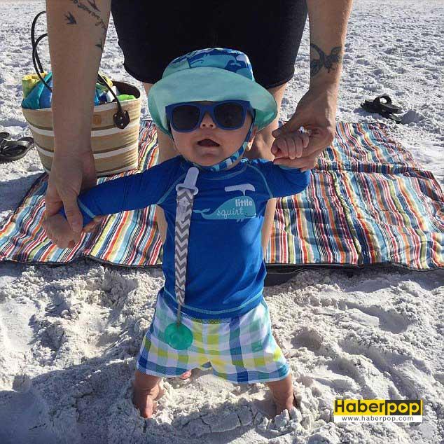 Düyanın-en-küçük-su-kayakçısı-6-aylık-bebek-su-kayağı-yaptı-izle