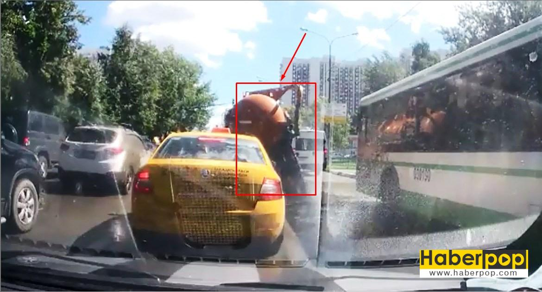 lağım suyu dolu vidanjör yolda patladı videosu ize