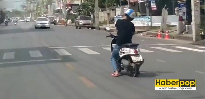 motosiklet surucusu direksiyonda uyursa videosu